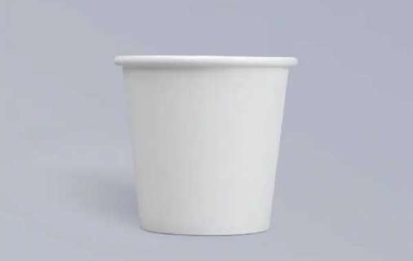 Pour a layer of plastic film on the paper cup base paper